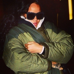 RIHANNA rocking GREY ANT Status 2